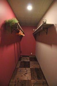 ベッドルームに併設した大容量ウォークインクローゼット。