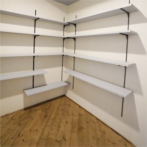 3帖の広さがあるパントリースペース。棚はすべて可動式。